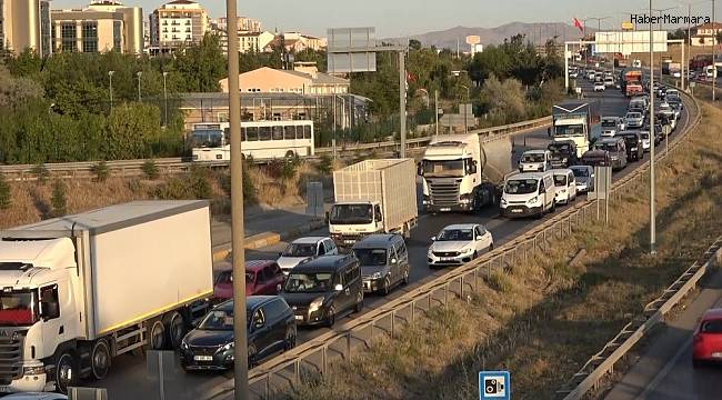 Tatilciler Kırıkkale Kavşağını Kilitledi