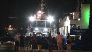 Yüzlerce yolcu denizin ortasında mahsur kaldı