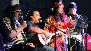 Aşık Mahzuni Şerif'in kızından lavanta şenliğinde mini konser