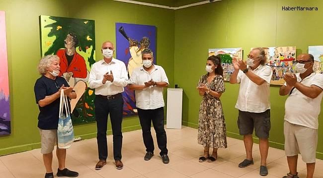 Ayvalıklı ressam Arif Buz'un sergisi ilgi çekti
