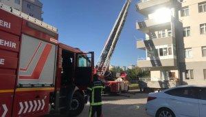 Balkonda çıkan yangında dumandan zehirlenen 2 kişi tedavi altına alındı
