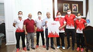 Başarılı Badmintonculardan Başkan Güder'e ziyaret