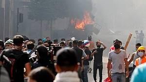 Beyrut'taki  Göstericiler Dışişleri Bakanlığını Bastı