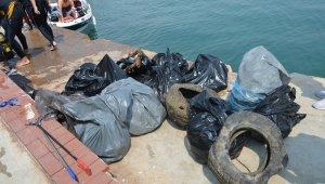Didim'de deniz dibinde temizlik yapıldı