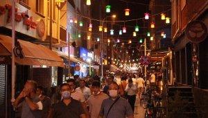 Eskişehir'de tedbirsiz gece kalabalıkları