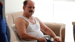 Evde düşüp mahsur kalan parkinson hastası adamı itfaiye kurtardı