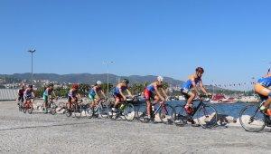 Gölcük Depreminin anısına onlarca kilometre bisiklet sürdüler