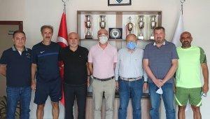 Hikmet Karaman'dan Karacabey Belediyespor'a ziyaret