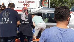 Isparta'da otomobil ve kamyon çarpıştı: 2 yaralı