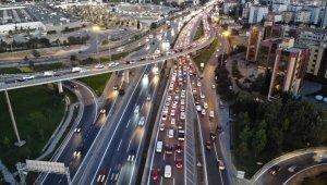 İstanbul'da trafik kilitlendi, yoğunluk yüzde 50'ye ulaştı