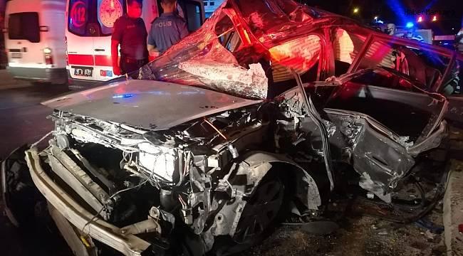İzmir'de feci kaza: 1'i ağır, 3 yaralı