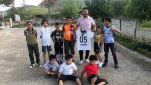 Kadir Çakır, imzalı Beşiktaş formasına kavuştu