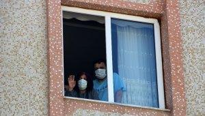 Komşularının düğününe gittiler korona virüse yakalandılar
