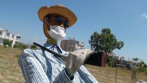 Maske takmayanlara maskeli korkulukla mesaj