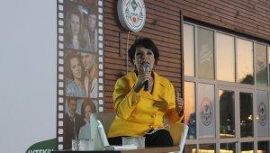 Ünlü sinema sanatçısı Hülya Koçyiğit, Giresun'da hayranları ile bir araya geldi