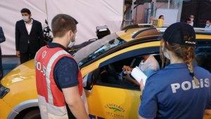 Üsküdar'da taksi ve restoranlarda korona virüs denetimi