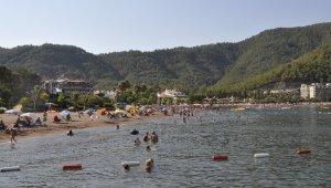 Yabancı turistler gelmeye başladı, Marmaris plajları doldu