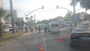 Cenaze aracı sürücüsü ışıklarda vuruldu