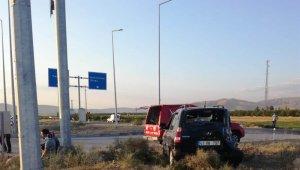 Malatya'da kamyon ile otomobil çarpıştı: 6 yaralı