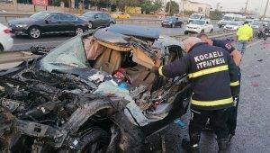 Otomobilin çarptığı sebze yüklü kamyonet devrildi: 1'i ağır 2 yaralı