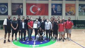 Semt 77 Yalovaspor, Gemlik'te şampiyon oldu