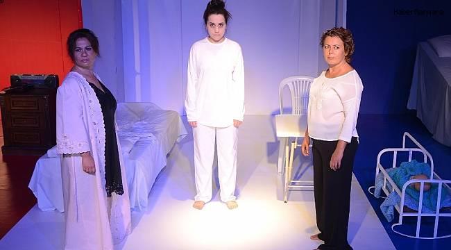 Üç kadın hikayesi, Kuşadası Belediye tiyatrosu tarafından sahneye kondu