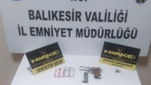 Balıkesir'de polis 31 aranan şahsı yakaladı
