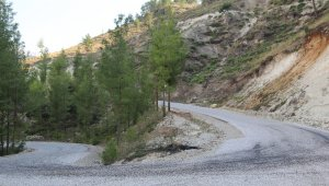 Çameli'nde yollar mıcırdan temizledi