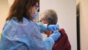 Korona virüs salgınına karşı geliştirilen aşı Sakarya'da ilk gönüllüye yapıldı