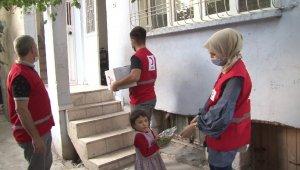 Siirt'te vatandaşlara hijyen paketi dağıtıldı
