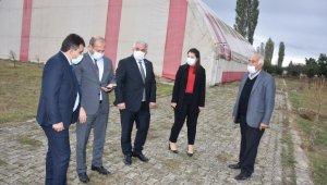 Sinanpaşa'ya yapılan spor tesisi incelendi