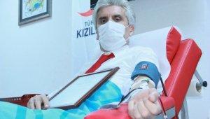 Ünlü estetikçi Hayati Akbaş plazma bağışı yaptı