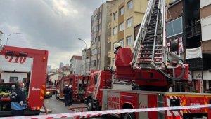 Üsküdar'da korkutan iş yeri yangını: Su hortumuyla itfaiyeye yardım ettiler