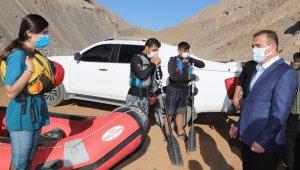 Vali Akbıyık'tan, rafting ekiplerine spor malzemesi desteği