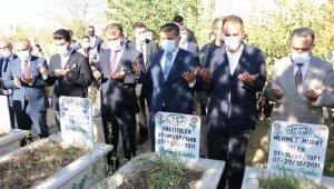 Van depreminde hayatını kaybedenler için anma töreni