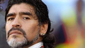 Efsane futbolu Maradona hayatını kaybetti