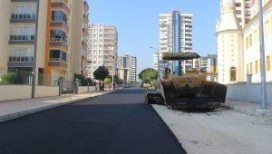 Mersin'de asfalt çalışmaları devam ediyor