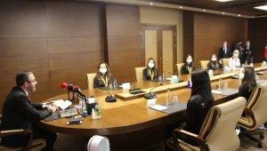 Bakan Kasapoğlu cimnastiğin altın kızları ile bir araya geldi