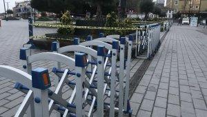 Esenyurt Meydanı'ndaki banklara yeniden oturma kısıtlaması