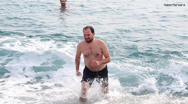 Kısıtlamada denizin keyfini turistler çıkardı