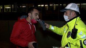 Kısıtlamada otomobil ile alkollü şehir turu, polisi bile şaşkına çevirdi