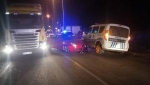 Polis otosu ile otomobilin karıştığı kazada 3 polis yaralandı