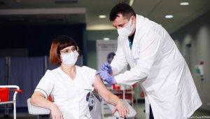 Polonya ve Çekya'da ilk korona virüs aşısı yapıldı
