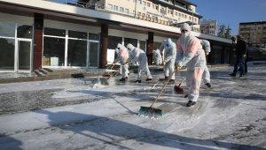 Şırnak'ta cadde ve sokaklar korona virüse karşı köpükle yıkandı