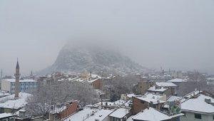 Afyonkarahisar güne kar ile uyandı