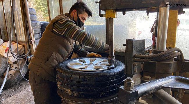 Afyonkarahisar'daki lastikçilerin kar mesaisi başladı