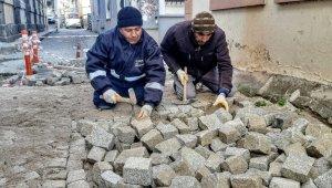 Ayvalık'ta tarihi kent sokaklarına zar taşı