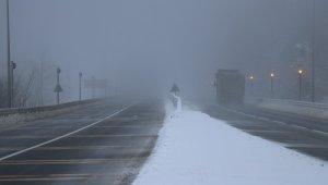 Bolu Dağı'nda hafif kar ve sis etkili oluyor