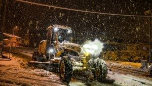 Bünyan'da karla mücadele gece boyu sürdü