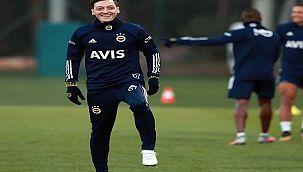 Fenerbahçe'de, Mesut Özil İlk Antrenmana çıktı